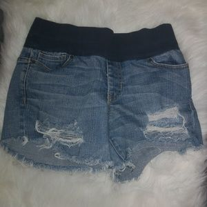 GAP City Fit Maternity Distressed Jean Shorts Sz 4